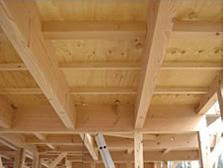 ヒノキや杉などの国産無垢材を使用した構造材